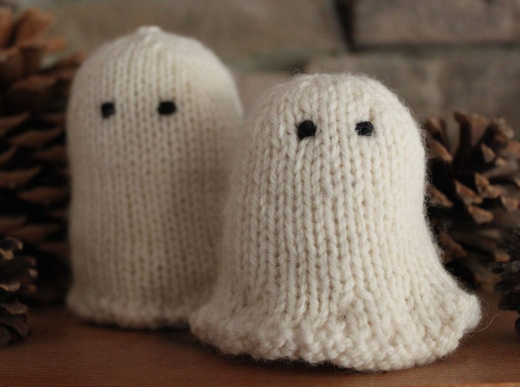 Hand knit Halloween ghost pattern using worsted weight wool yarn