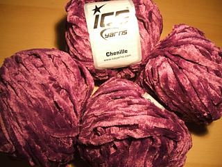 Amigurumi Chenille White Black at Ice Yarns Online Yarn Store | 240x320