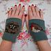 sweet robin wrist-ees pattern