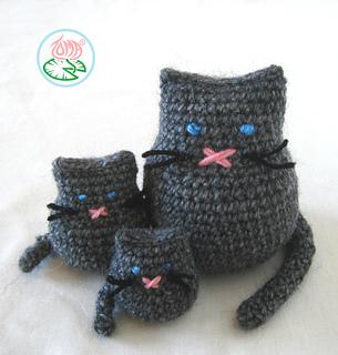 AMIGURUMI CAT FAMILY (\u00a9 2012 Toma Creations)