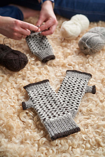 Learn how to do mosaic knitting with these pretty fingerless mitts. The pattern includes full stepwise photo tutorial on this technique.