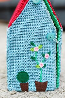 Winter dollhouse 🏠 Original crochet pattern bellow. : crochet_toys | 320x213
