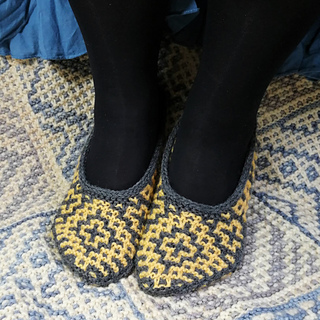 Size small slippers on UK size 6 feet (US 8.5, Europe 39)