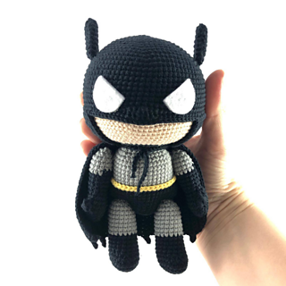 Batman Amigurumi Pattern by 53Stitches on Etsy. Definitely gonna try this  for hubby work desk and ma... - DIYour | 320x320