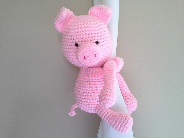 Crochet Monkey// curtain tie back on We Heart It | 480x640