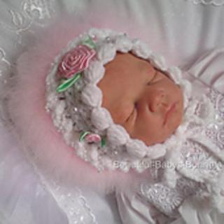 Newborn Baby Girl Blanc Crochet Bonnet avec Pink Marabou rose et ROSEBUDS