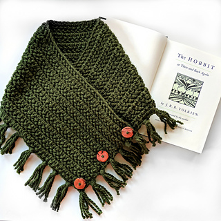 although having nothing to do with the actual storyline or characters, something about the stitch, the buttons & the original forest green color made me think of my favorite book!