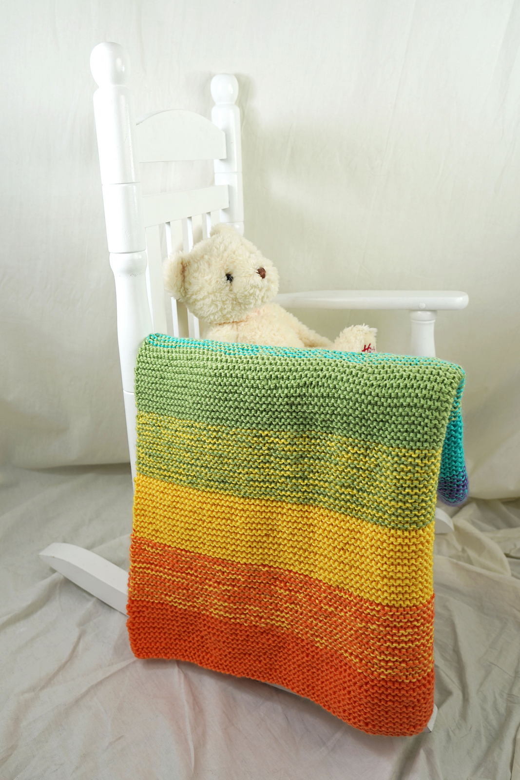 easy knit baby blanket pattern in garter stitch and wide knit stripes