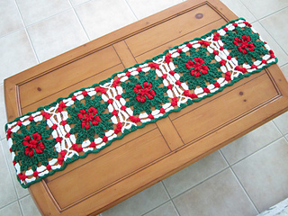 crochet pattern, Ravelry, holiday, table runner, holly, Christmas