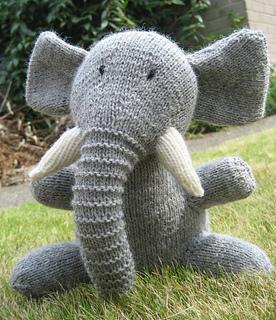 Ravelry: Elephant pattern by Julia Diepenveen | 320x276