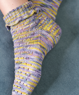 To Fit S Knitting Pattern for Ladies Pretty Lacy Socks L M