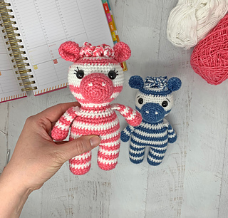 Free Crochet Zebra Pattern - thefriendlyredfox.com | 306x320