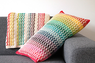 Did you know that there's also a pattern for a complimentary Rainbow wave blanket?