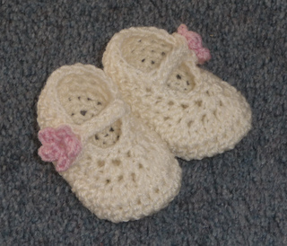 Ravelry: Dainty Mary Janes pattern by