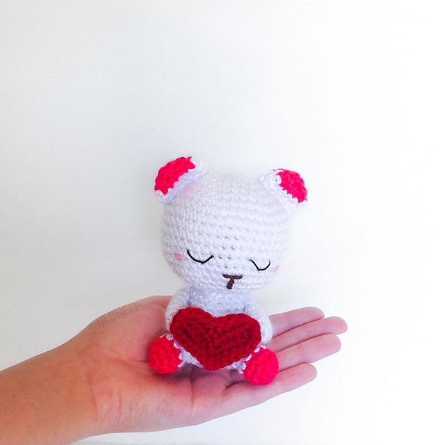 Free #Crochet Pattern Valentine's Day Bear by Hi Sheep on #Ravelry