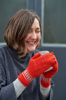 Learn to create one- and two-colour Vikkel braids in these pretty mittens.