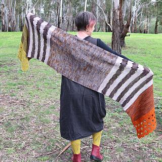 5-colour shawl in  la Bien Aimee Merino Singles (4 colours) & Miss Click Clack (1 colour)