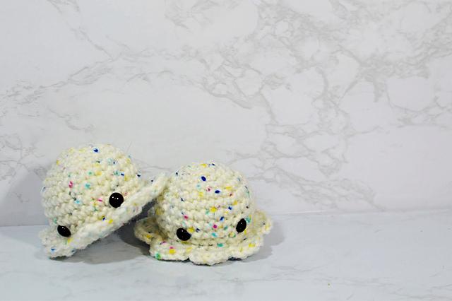 DIY Giant Amigurumi Octopus | UsefulDIY.com | 426x640