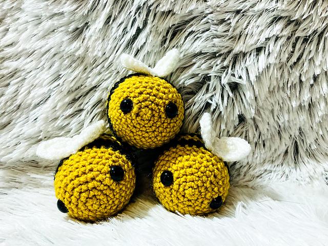 Häkeln Sie Amigurumi Bee - Free & Easy Instructions - Crafts in ... | 480x640