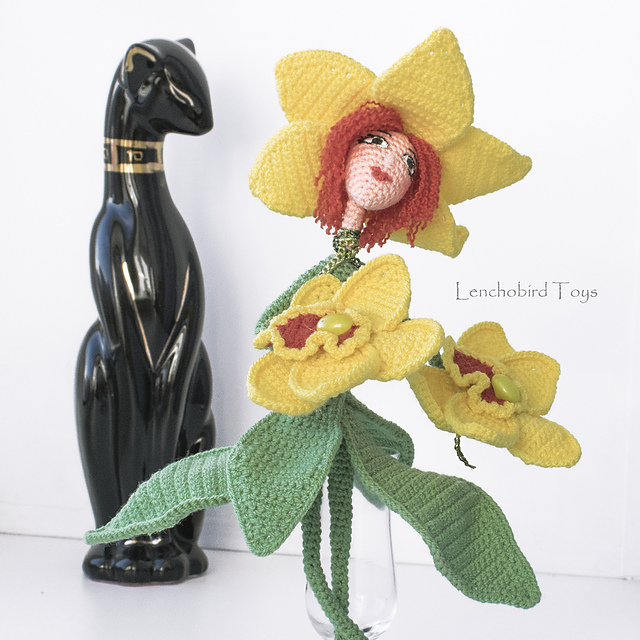 Crochet a Frida Kahlo Amigurumi Flower Vase … It Transforms From ...   640x640