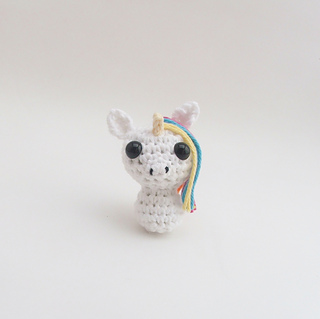Shy unicorn amigurumi pattern - Amigurumi Today | 319x320