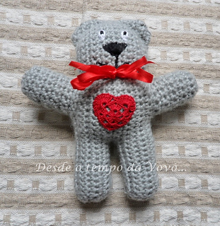 Easy-peasy teddy-bear, crocheted in one piece. ENGLISH version of ... | 320x311