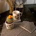 Bordbrikke og kaffebrikker i Gråtoner pattern