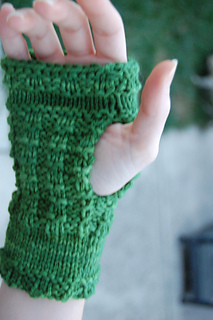 Fingerless gloves knit with 100purewool