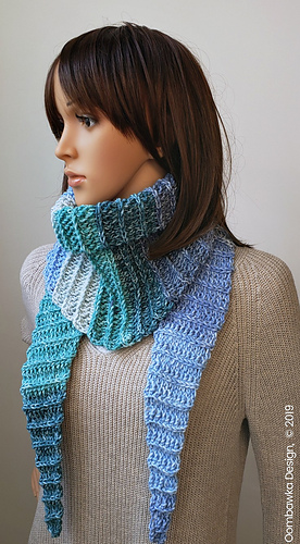Alesha Fall Triangle Scarf Pattern. Designed by Rhondda @oombawkadesigncrochet @design_create_repeat #lionbrandyarn