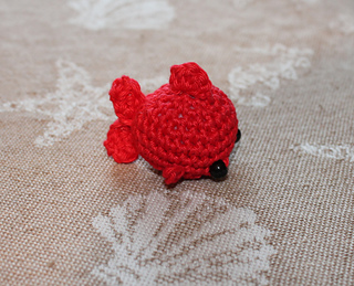 Fancy Crochet Goldfish Patterns {Video | Crochet fish patterns ... | 259x320