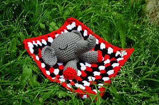Cuddle Me Elephant crochet pattern - Amigurumi Today | 212x320