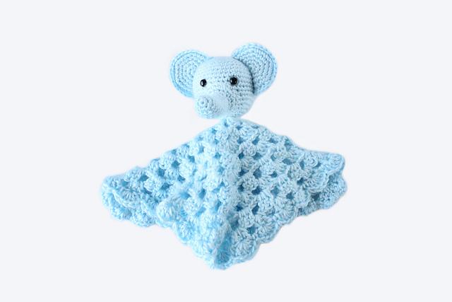 Free pattern - Elephant Snuggle - Dendennis | Crochet | Knit | Craft | 427x640