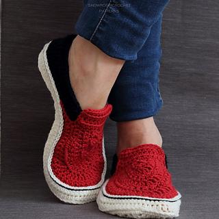 Modern slippers pattern by Showroom crochet
