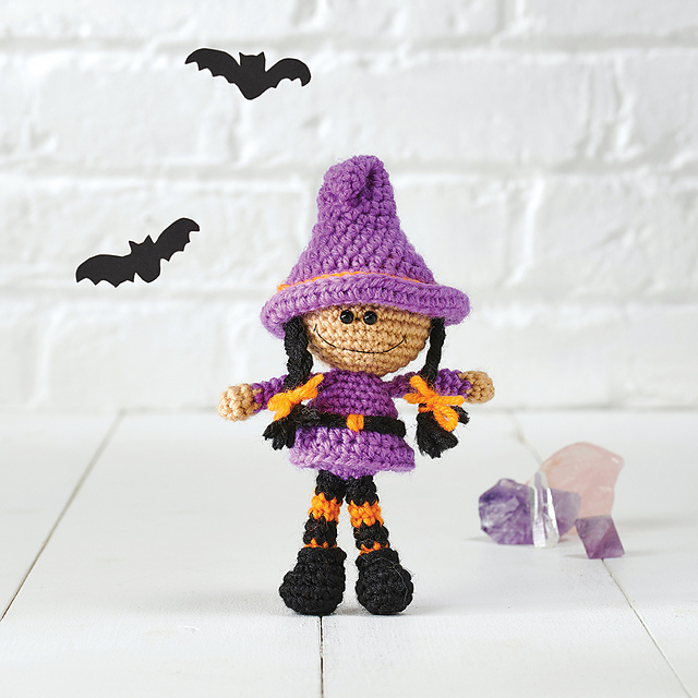 FREE PATTERN - Red Haired Witch - The Crochet Queen Designs | 640x640