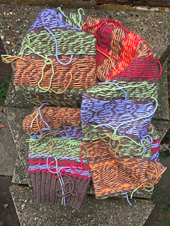 Lots of yarns ends to weave in on wrong side!