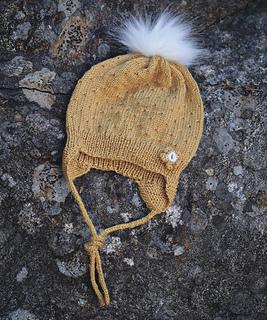 Strikket i honning gul baby ull fra Dale garn