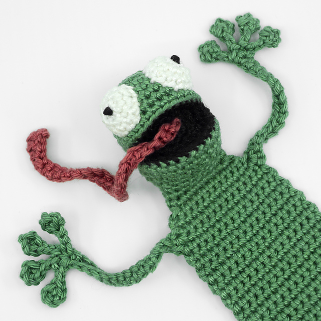 Swimming frog crochet pattern | Amiguroom Toys | 640x640