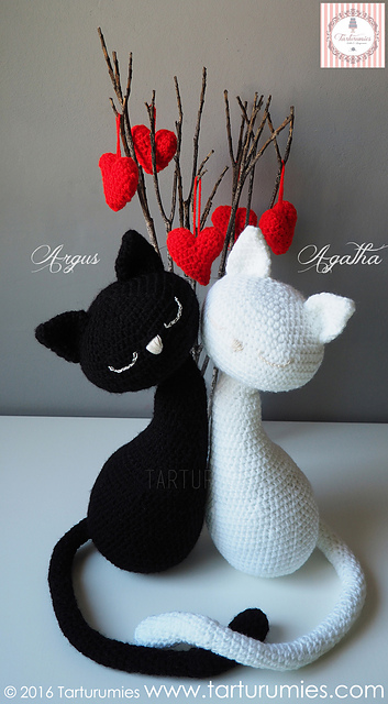 Crochet Amigurumi Halloween Black Cat Patterns (FREE) | BeesDIY.com | 640x353