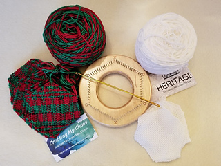 """Weave sock/fingering weight yarn on the TURTLE """"fine sett""""."""