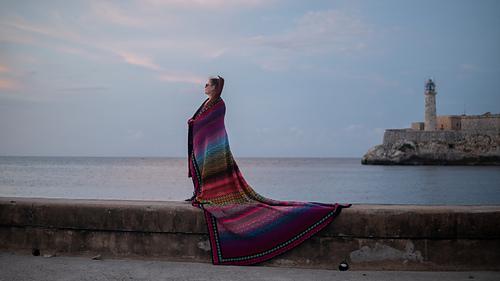 my big Multicolored Havana mesures 220 cm long and 245 cm wide.