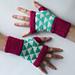 Triangulation fingerless mitts pattern