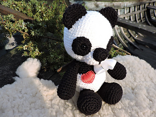Pineapple Panda crochet pattern - Amigurumi Today | 240x320
