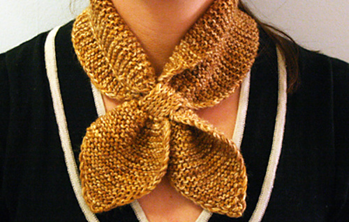 Neck scarf knitted