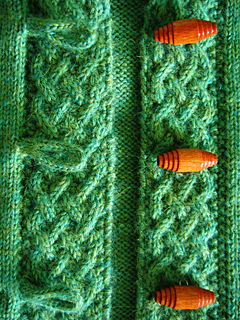A cardigan for Merry - cable and toggle close-up