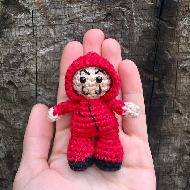 PARTE 1: Como tejer los brazos de Ladybug - YouTube | 640x640