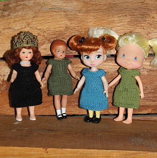 Also fits Hollywood doll, Wee Patsy, Mini Animators and Strawberry Shortcake dolls.