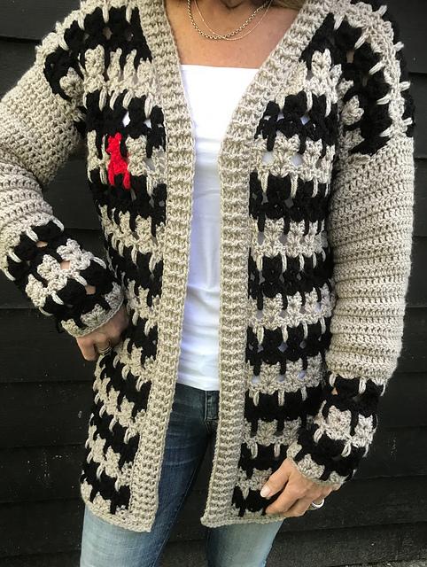 Small Pet Stripy Sweater Crochet Pattern - Ideal Me | 640x482