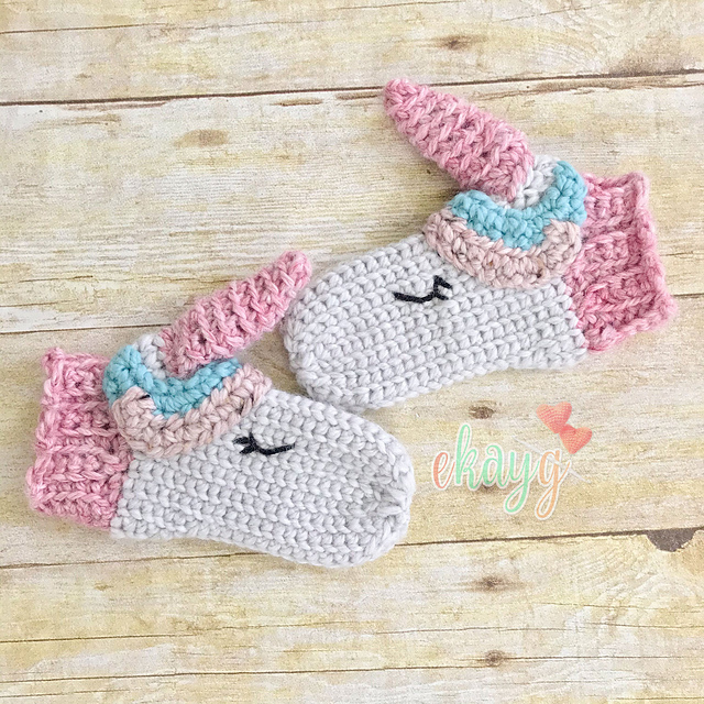 mittens to fit age 5-7 years Hand Knitted unicorn