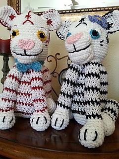 Free Crochet Tiger Amigurumi Pattern - thefriendlyredfox.com | 320x240