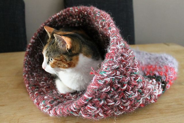 Crochet pattern 044 Cozy Pet Bed Cat bed Small Dog Bed   Etsy   427x640